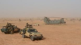 An RAF Chinook heavy lift helicopter resupplies French and partner troops during the France-led Operation Aconit, which targeted IS militants in Mali and Niger between June 7 and 19, 2019.