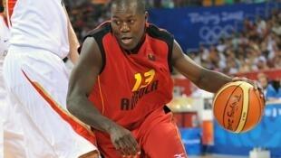O base-extremo angolano Carlos Almeida regressou à selecção para o AfroBasket 2013.