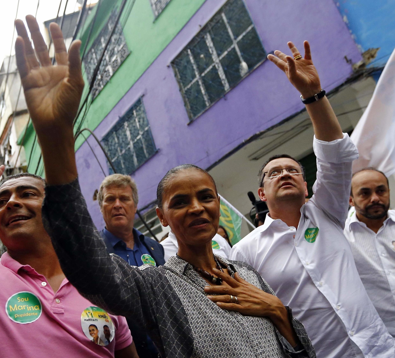 Marina Silva retrocedió en su apoyo al matrimonio gay durante visita a favela Rocinha, Rio de Janeiro