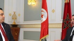 Le roi Mohammed VI a été reçu par le Premier ministre tunisien Mehdi Jomaa, à Tunis, le 31 mai 2014.