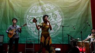 Lors de l'atlantic Music Expo, l'Angolaise Lucia de Carvalho (photo) a partagé la scène du Palacio de Cultura avec la cap verdienne Neuza