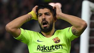 L'attaquant uruguayen Luis Suarez avec le FC Barcelone contre Manchester United en quart de finale aller de Ligue des champions le 10 avril 2019 à Old Trafford à Manchester
