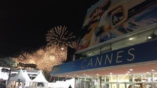 Queima de fogos em Cannes, durante o festival de cinema.