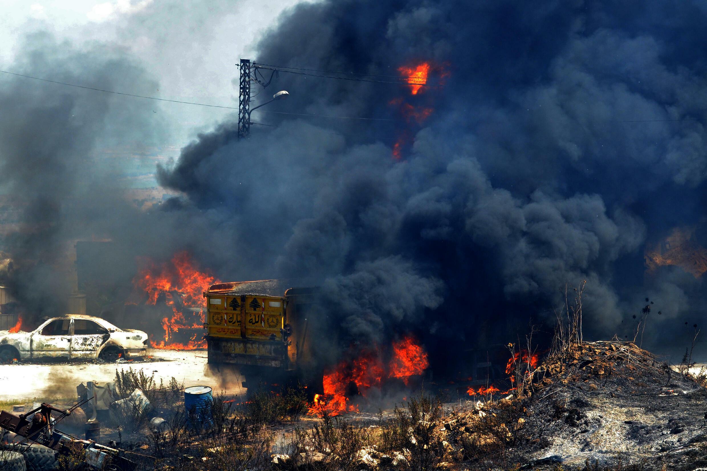 En plena crisis, Líbano de luto tras explosión mortífera de camión-cisterna  - RFI