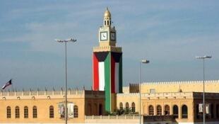 """وزارت کشور کویت اعلام کرد که بازداشت  ۱٢ شهروند شیعه به اتهام عضویت در یک """"سلول تروریستی"""" مرتبط با ایران و حزب الله لبنان، در چندین منطقه از کشور انجام گرفته است. شنبه ۲۱ مرداد/ ۱٢ اوت ٢٠۱٧"""