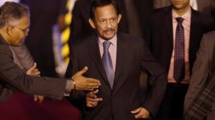 Quốc vương Brunei Hassanal Bolkiah (G) tại sân bay quân sự Palam, New Delhi, trong chuyến thăm Ấn Độ, ngày 24/01/2018