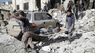 """حملات هوایی روسیه علیه مواضع شورشیان در استان """"حلب"""" در روز دوشنبه ١١ ژانویه، دست کم ١۵کشته و ٢٠ نفر زخمی بر جای گذاشت."""