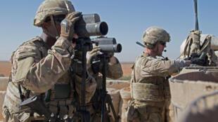 Lính Mỹ giám sát khu vực trong cuộc tuần tra hỗn hợp ở Manbij, Syria. Ảnh 1/11/2018.