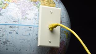 Au Congo-Brazzaville, si le marché de la téléphonie mobile bat son plein, celui d'Internet est à la traîne.