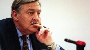 Pik Botha,  antigo ministro dos Negócios Estrangeiros da África do Sul durante o regime do Apartheid.