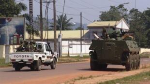 Polisi wa Burundi wakiwa katika doria mjini Bangui