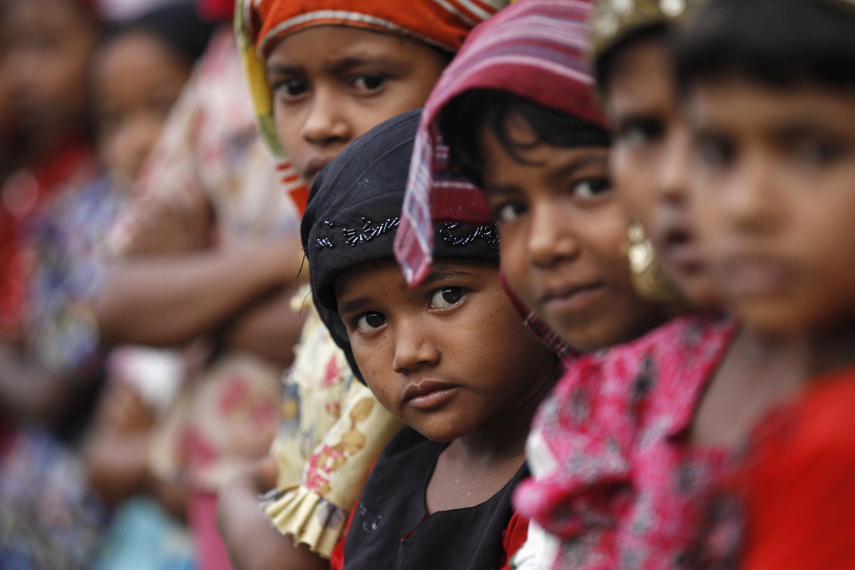 Crianças da minoria rohingya em campo de refugiados de Sittwe, em Mianmar.