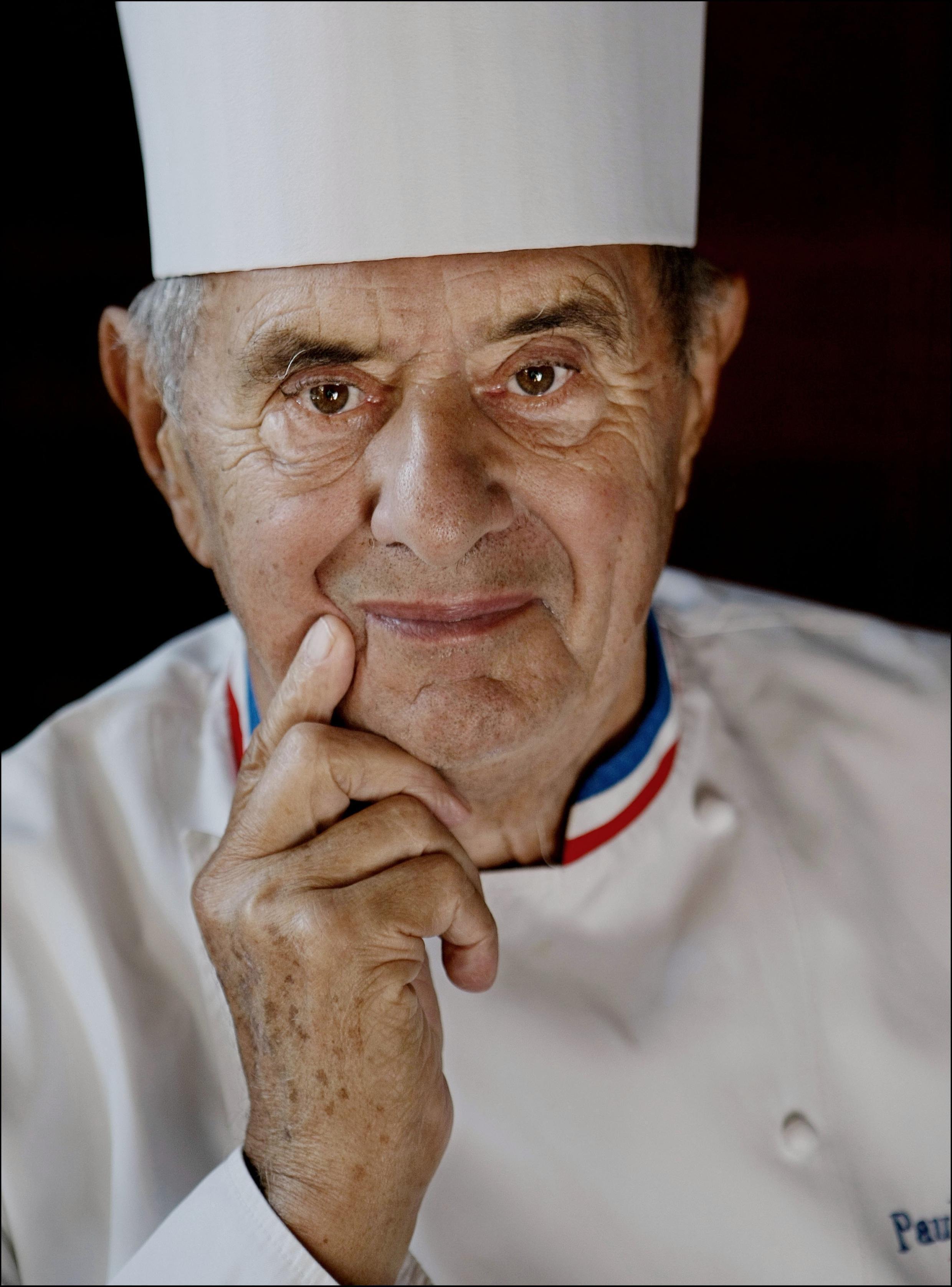 Chef reconnu dans le monde entier, considéré par beaucoup comme le «cuisinier du siècle», titre qu'il remporte en 1989 et comme « chef cuisinier du siècle » qu'il obtient en 2011. Paul Bocuse est décédé le 20 janvier 2018, à l'âge de 91 ans.