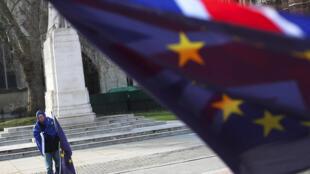 Daqui a exatamente um ano, em 29 de março de 2019, o Reino Unido vai deixar oficialmente de fazer parte da União Europeia.