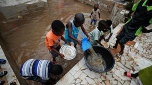 De nombreuses habitations de Dakar sont sous l'eau près de fortes pluies au Sénégal, le 6 septembre 2020.