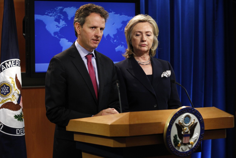O secretário norte-americano do Tesouro, Timothy Geithner e a secretária de Estado norte-americana, Hillary Clinton.