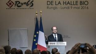 Le président François Hollande à Rungis le 9 mai 2016.