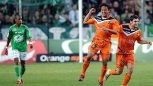 Marama Vahirua buteur dès la 4e mn pour Lorient à Saint-Etienne.