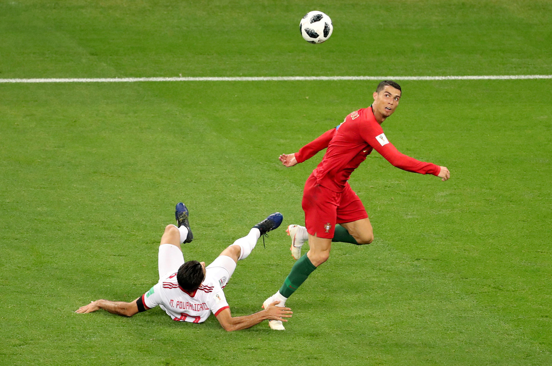 بازی ایران در برابر پرتغال: کریستیانو رونالدو و مرتضی پورعلیگنجی در ورزشگاه «موردوویا در سارانسک- ٢۵ ژوئن ٢٠١٨ /٤ تیر ١٣٩٧