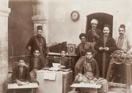Mossoul: les ouvriers de l'atelier de reliure, vers 1890.