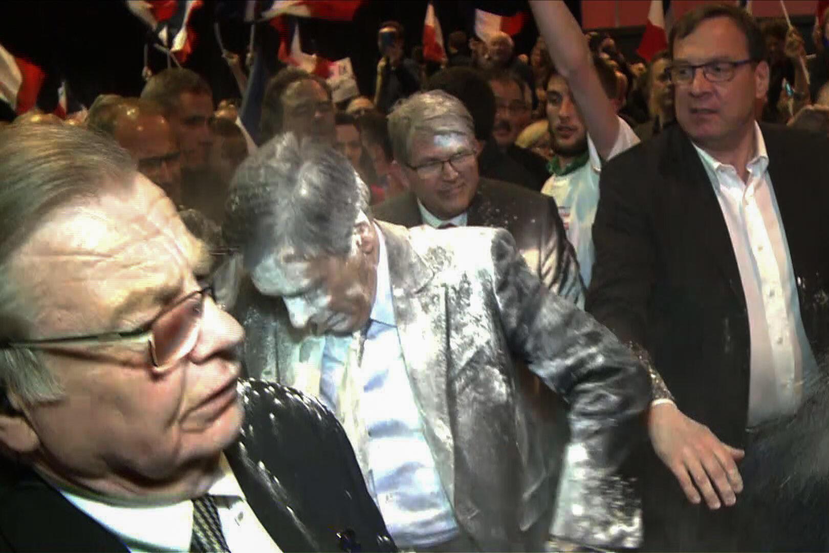 Le candidat de la droite et du centre a été enfariné lors d'un meeting à Strasbourg, le 7 avril 2017.