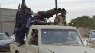 Des membres de l'armée libyenne, à Sabha, dans le sud de la Libye, considéré comme un nouveau sanctuaire du terrorisme.