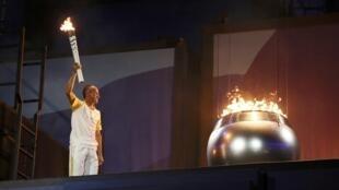 Rio 2016: la vasque de la flamme olympique est allumée!