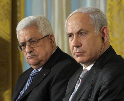 Shugaban Palasdinawa, Mahmud Abbas (hagu) tare da Firaministan Isra'ila, Benjamin Netanyahu