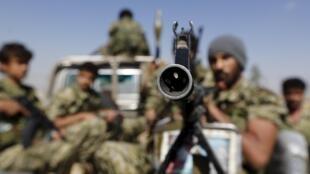 Patrulha de rebeldes Houthis na região da capital Sanaa.