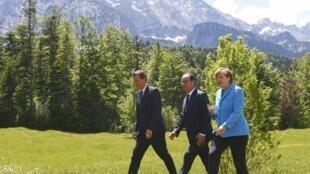 David Cameron, François Hollande et Angela Merkel le 7 juin à Krün, en Allemagne.