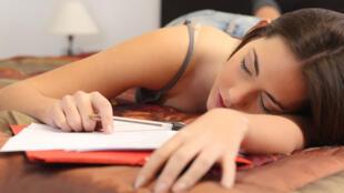 Los adolescentes deben dormir entre 8 y 10 horas por noche.