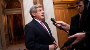 Le sénateur Ben Nelson veut s'assurer que la réforme ne se fera pas sur le dos du contribuable.