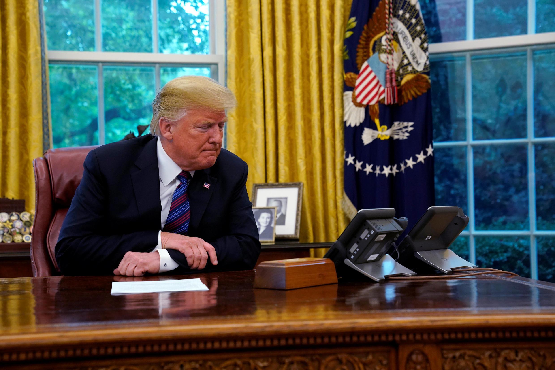 Tổng thống Mỹ Donald Trump lúc nói chuyện qua điện thoại với tổng thống Mêhicô Enrique Pena Nieto ngày 27/08/2018.