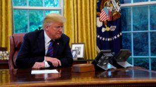 Donald Trump lors de sa conversation téléphonique avec le président mexicain Enrique Pena Nieto le 27 août 2018.