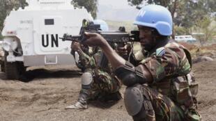 Casque bleu tanzanien en RDC. Le coût des opérations de maintien de la paix est en hausse constante.
