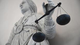 Si la grâce présidentielle n'est pas accordée, l'avocate de Jacqueline Sauvage demande demande que sa cliente puisse bénéficier d'une libération conditionnelle anticipée.