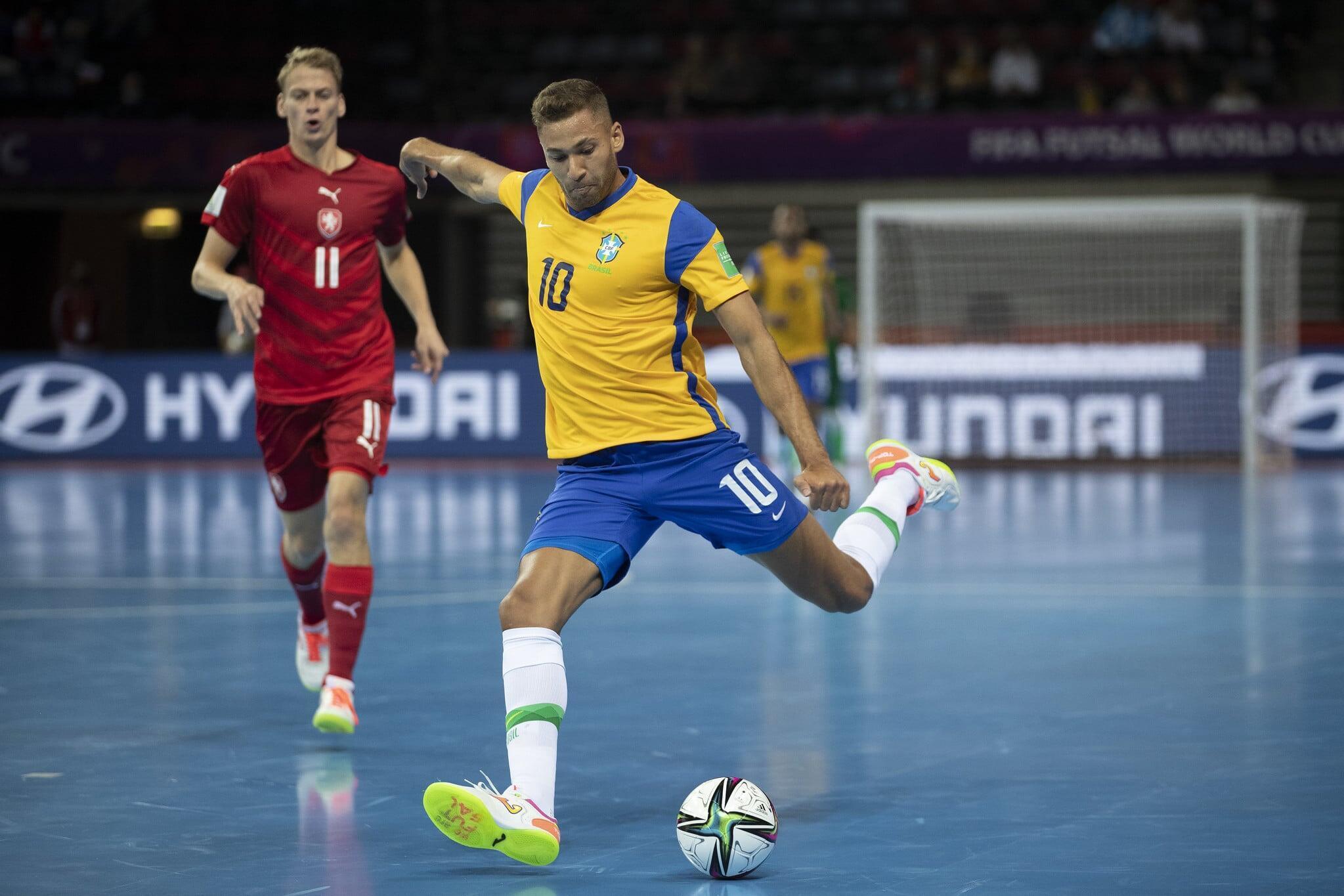 Brasil x República Tcheca pela Copa do Mundo de Futsal na Lituânia. Foto