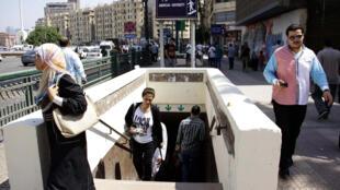 Trois millions et demi de Cairotes prennent le métro tous les jours. Depuis la réouverture de la station Sadate, le 17 juin 2015, les habitants sont soulagés.