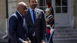 Le Premier ministre français Edouard Philippe accueille son homologue malien Soumeylou Boubèye Maïga à Paris, le 26 juin 2018.