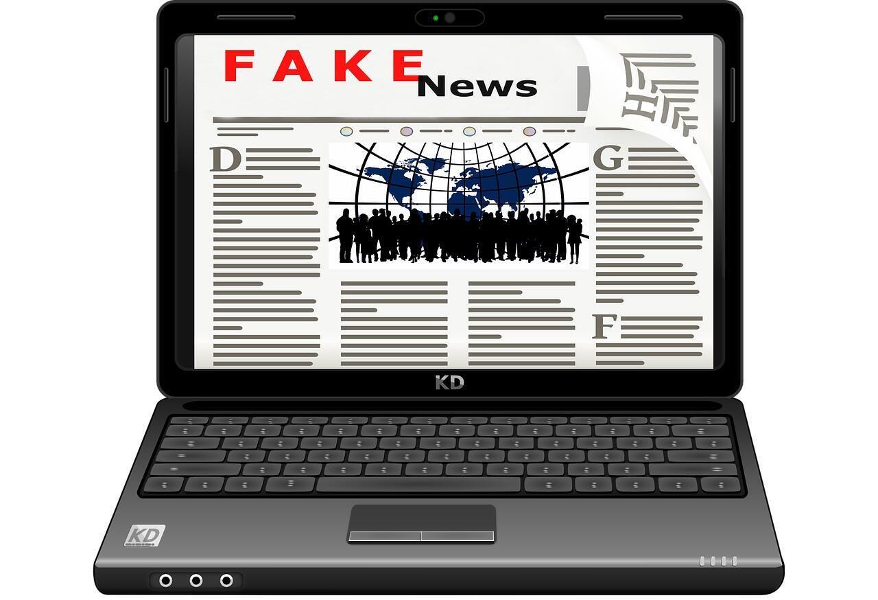 """Redes sociais são cada vez mais pressionadas a combater as """"fakes news""""."""