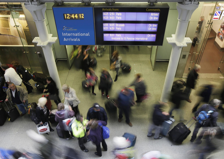 Reino Unido controla a chegada de passageiros nos aeroportos de Londres e nas estações de trem do Eurostar (foto).