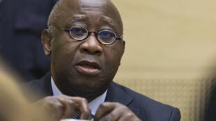 L'ancien président de la Côte d'Ivoire, Laurent Gbagbo, assiste à l'audience de confirmation des charges qui s'est déroulée devant la Cour pénale internationale à La Haye le 19 février 2013.