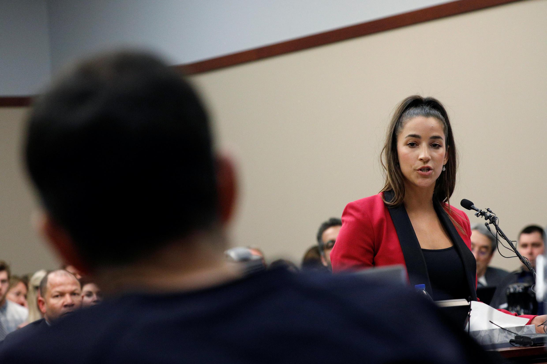 Aly Raisman témoigne lors du procès de Larry Nassar : « Tu réalises désormais que le groupe de femmes, dont tu as abusé sans pitié durant de si longues années, est devenu une force et que tu n'es rien. »