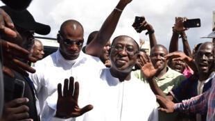 Soumaïla Cissé entouré de ses partisans, le 13 août 2018, à Bamako.
