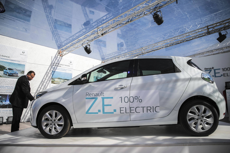 Электромобиль ZOE французской фирмы Renault на автосалоне в Марокко 08/11/2016