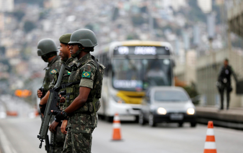 Wanajeshi na askari polisi 85 000 watawekwa katika maeneo mbalimbali ili kuhakikisha usalama wa Michezo ya Olimpiki ya Rio de Janeiro.