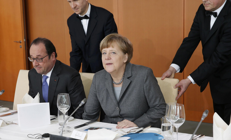 Франсуа Олланд и Ангела Меркель во время рабочего завтрака в Берлине 31/03/2015