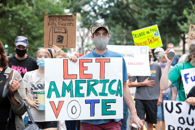2020-08-18T223535Z_1060654150_RC2MGI9IYXYB_RTRMADP_3_USA-ELECTION-DEMOCRATS-USPS