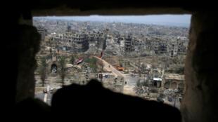 Vue sur les immeubles ravagés d'Alep depuis les hauteurs de sa citadelle médiévale, le 31 janvier 2017.