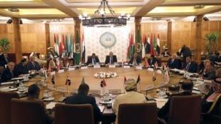 Des représentants permanents de la Ligue arabe participent à une réunion d'urgence pour discuter des plans de la Turquie d'envoyer des troupes militaires en Libye, au siège de la Ligue au Caire, en Égypte, le 31 décembre 2019.